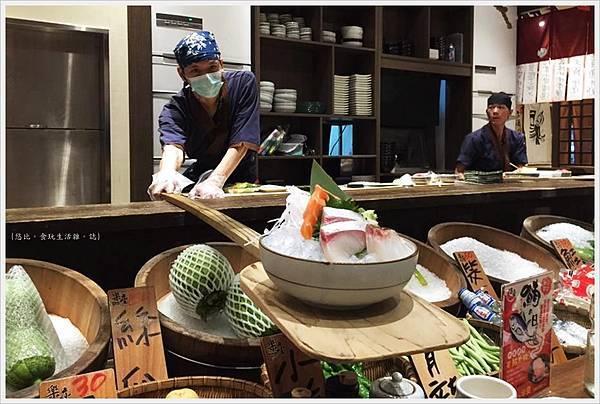 樂座爐端燒 崇德-船槳送菜-生魚片.jpg