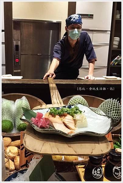 樂座爐端燒 崇德-船槳送菜-鮭魚壽司.jpg