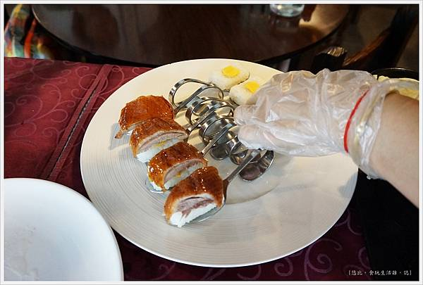 櫻桃谷-櫻桃片皮鴨-擺盤.JPG