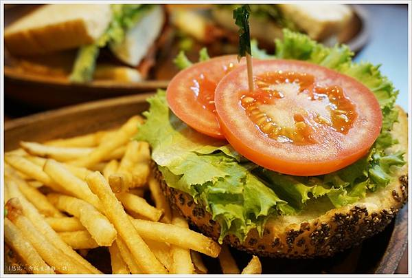 KUA-AINA-酪梨漢堡-2.JPG