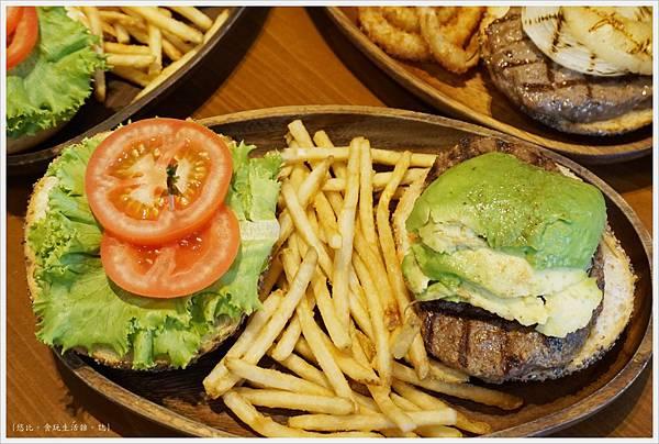 KUA-AINA-酪梨漢堡-3.JPG