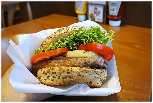 KUA-AINA-鳳梨漢堡-4.JPG