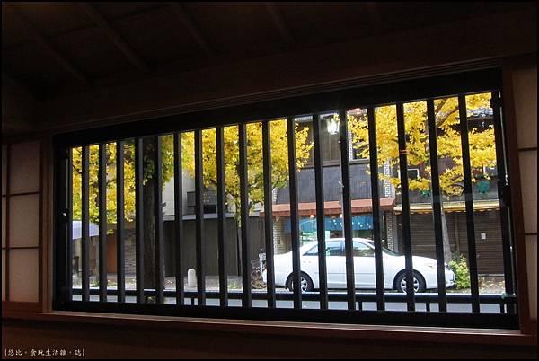 京都-一保堂-窗外