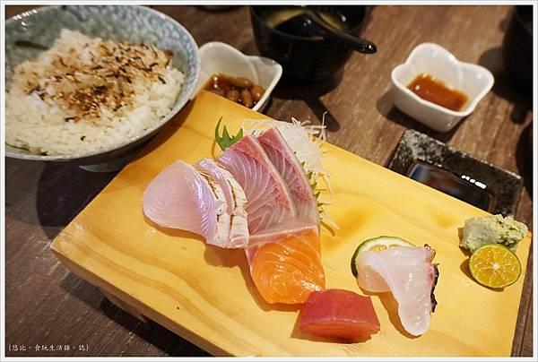 羽笠日本料理-生魚片定食-1.JPG