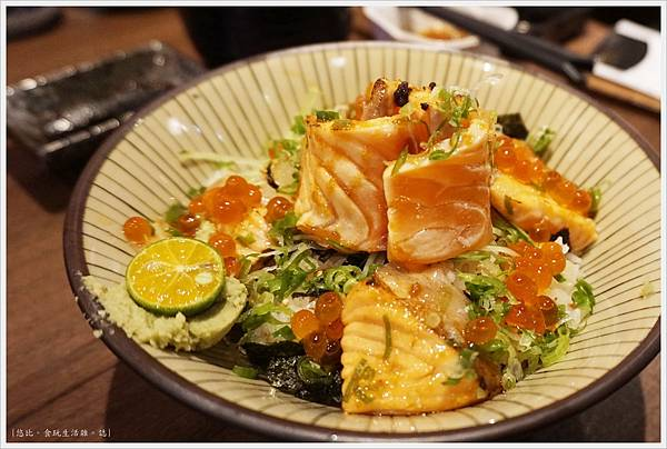 羽笠日本料理-炙鮭親子丼-1.JPG