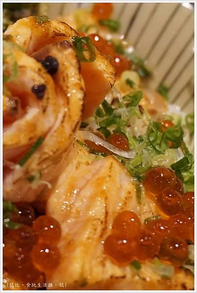 羽笠日本料理-炙鮭親子丼-3.JPG