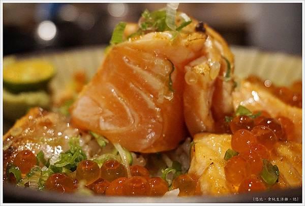 羽笠日本料理-炙鮭親子丼-2.JPG