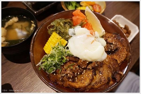 羽笠日本料理-梅花叉燒丼-1.JPG