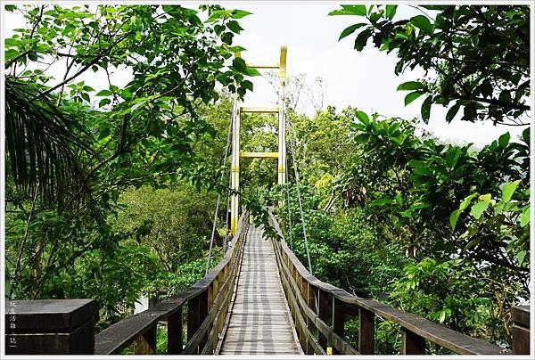 梅花湖-5-吊橋.JPG