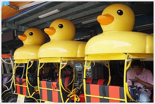 梅花湖-黃色小鴨車-1.JPG