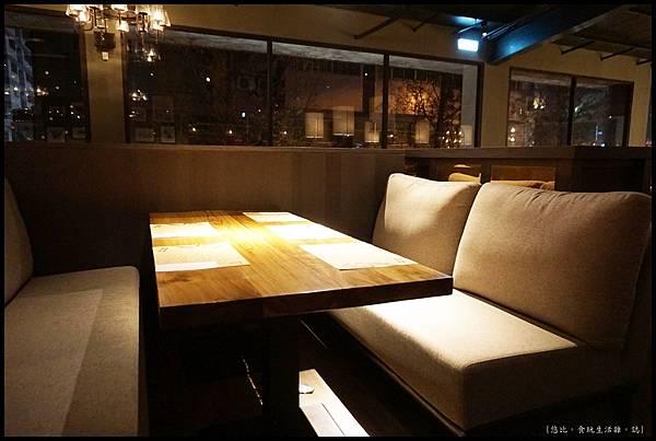 尼尼義大利餐廳-2F沙發區-1.JPG