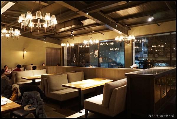 尼尼義大利餐廳-2F沙發區-3.JPG
