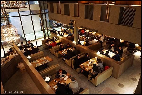 尼尼義大利餐廳-一F用餐區.JPG