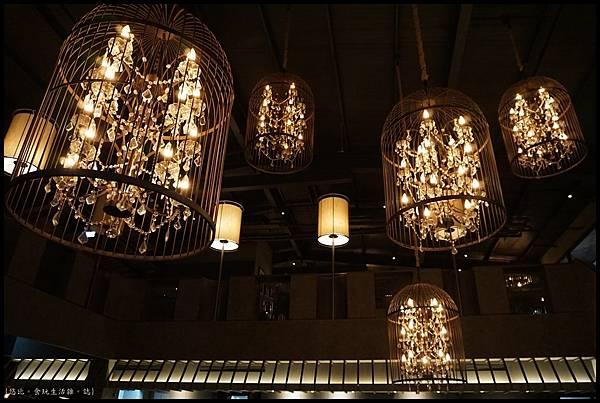 尼尼義大利餐廳-內部吊燈-1.JPG