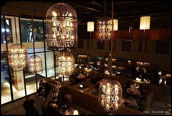 尼尼義大利餐廳-內部吊燈-3.JPG