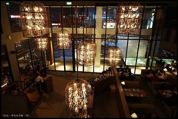 尼尼義大利餐廳-內部吊燈-2.JPG