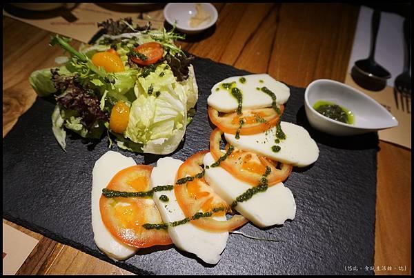 尼尼義大利餐廳-卡布里起司沙拉.JPG