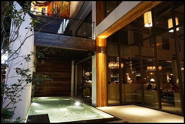 尼尼義大利餐廳-店外空間.JPG