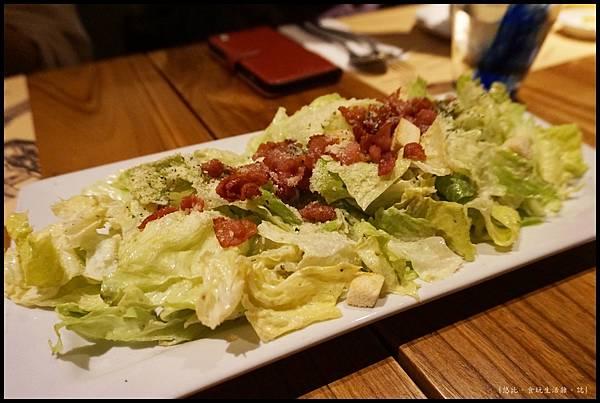 尼尼義大利餐廳-培根大凱薩沙拉.JPG