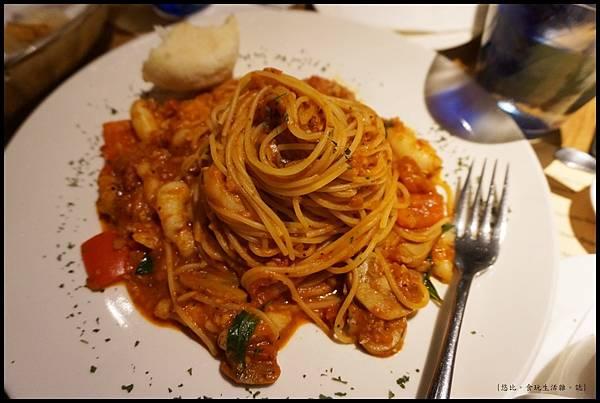 尼尼義大利餐廳-辣味蟹肉蕃茄義大利麵.JPG