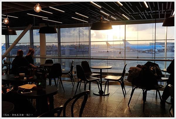 阿姆斯特丹機場-10-星巴克.jpg