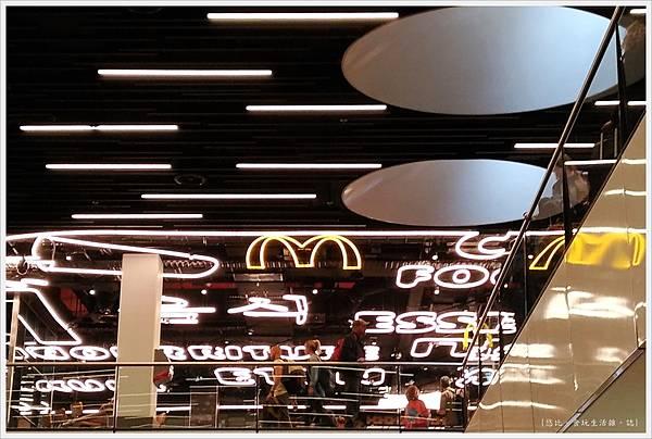 阿姆斯特丹機場-15.jpg
