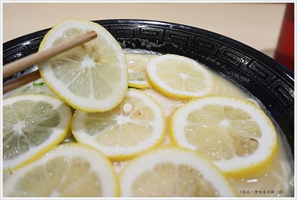 池袋-雞蕎麥壽-16-檸檬拉麵.JPG