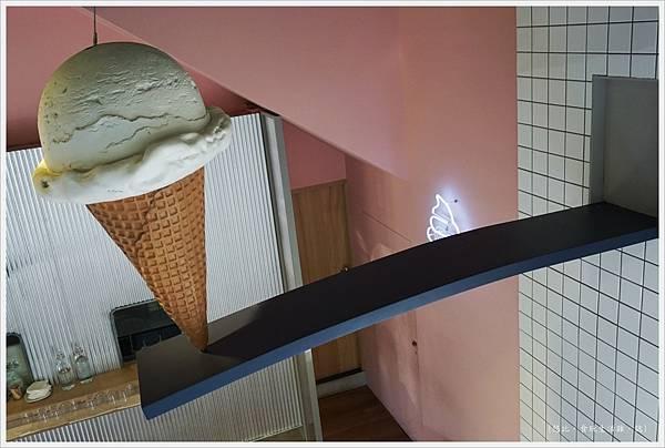 我是塔拉朵-擺飾冰淇淋-1.JPG