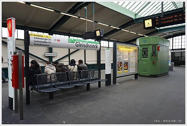 柏林-Gleisdreieck站-1.JPG