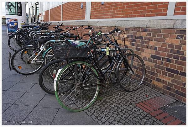 柏林-路邊自行車-1.JPG