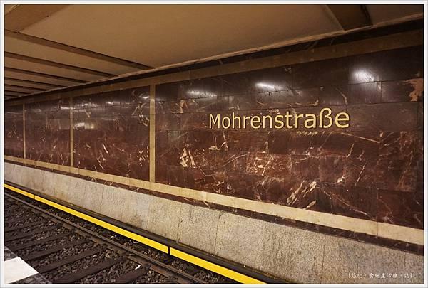 柏林-mohrenstrabe地鐵站-1.JPG