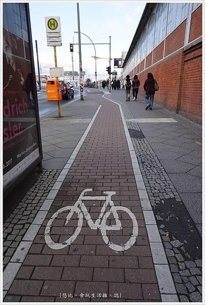 柏林-Warschauer站-7-自行車專用道.JPG