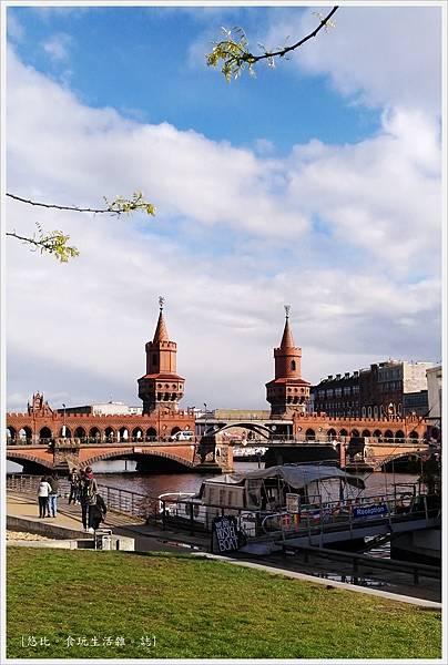 柏林-東邊畫廊-施普雷河畔-8-奧伯鮑姆橋.JPG