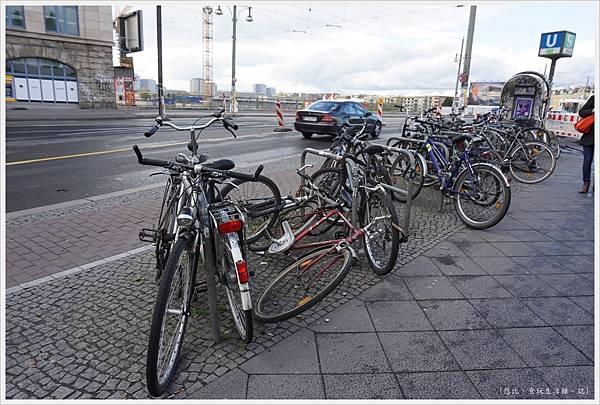 柏林-路邊自行車-2.JPG