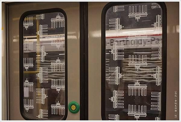 柏林-電車門-1.JPG