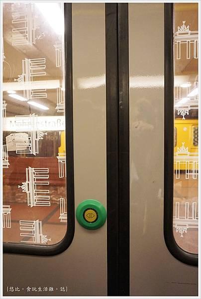 柏林-電車門-2.JPG