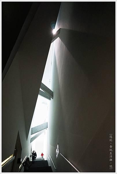 猶太紀念博物館-階梯-1.JPG