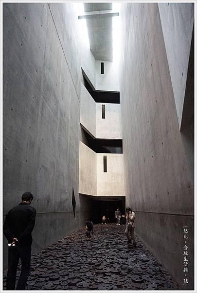 猶太紀念博物館-館內-30-落葉.JPG
