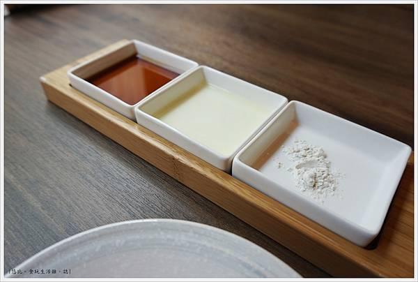 茶六燒肉-25-沾醬.JPG