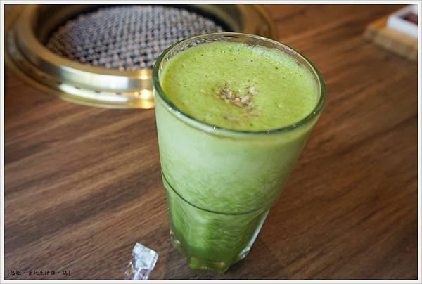 茶六燒肉-29-綠色蔬果汁.JPG