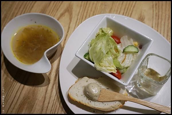 福來許-沙拉+麵包+湯.JPG