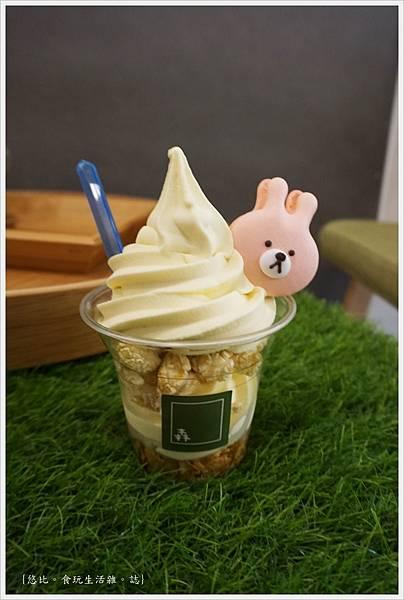 森淇淋-百香果冰淇淋+抹茶馬卡龍.JPG