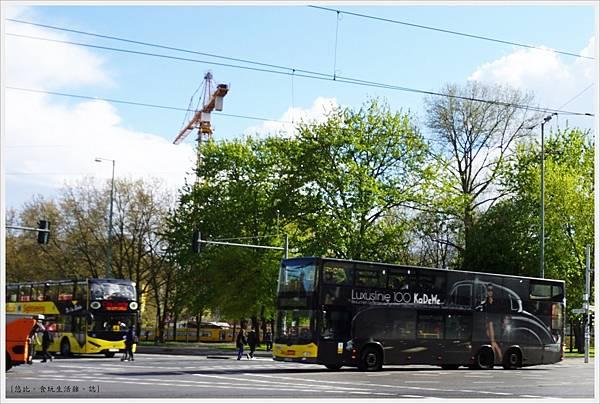 柏林-市區-9-公車車體廣告.JPG