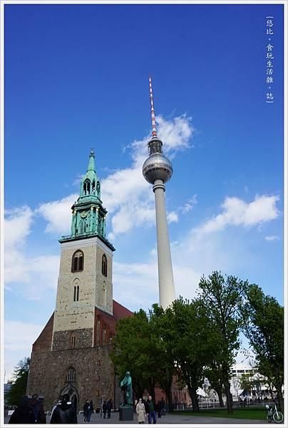 柏林-市區-10-聖母教堂+電視塔.JPG