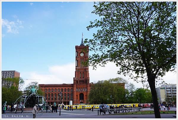 柏林-市區-11-紅色市政廳+海神噴泉.JPG