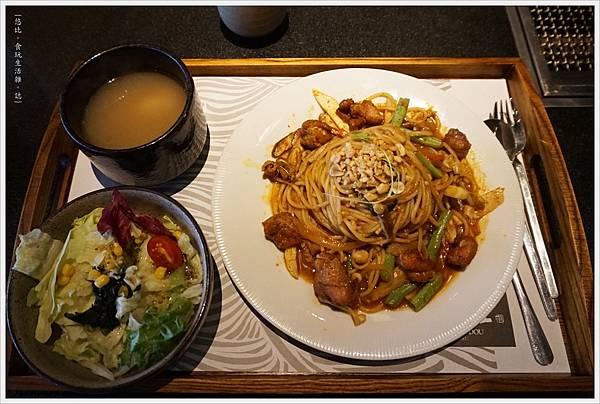 昭日堂-午間套餐-泰式酸辣雞肉直麵-1.JPG
