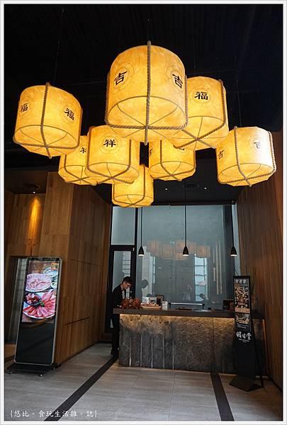 昭日堂-櫃檯前燈籠-1.JPG