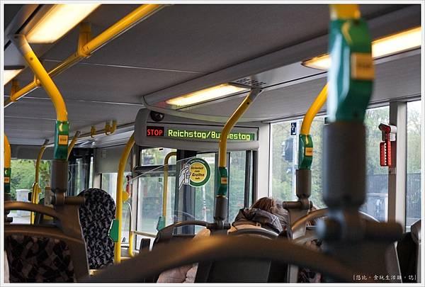 柏林-德國國會大廈-1-公車.JPG