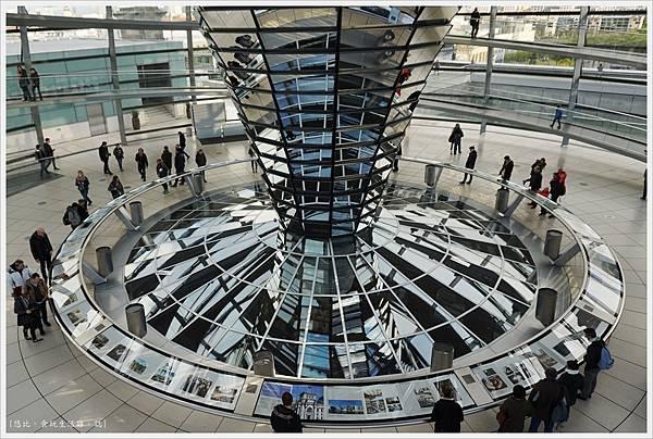 柏林-德國國會大廈-31-圓錐玻璃柱.JPG