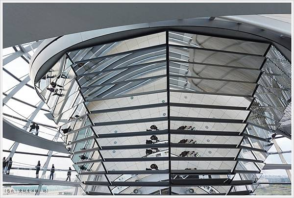 柏林-德國國會大廈-56-圓錐玻璃柱.JPG